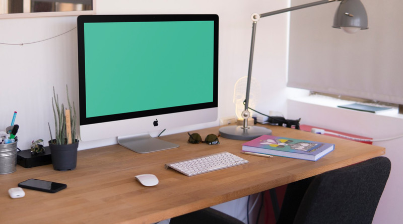 iMac in home office